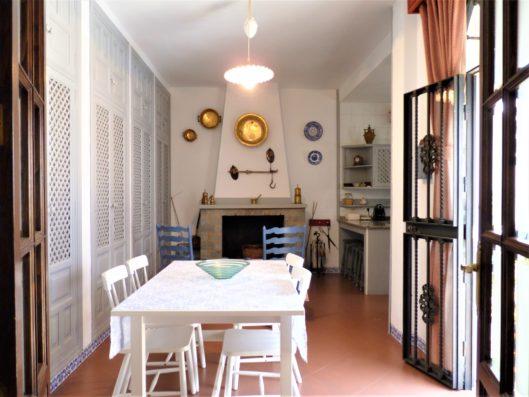 Casa Higuera: cocina con chimenea