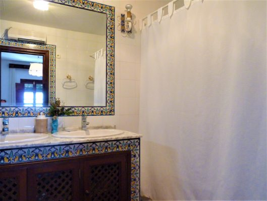 Casa Higuera: bathroom of children's room