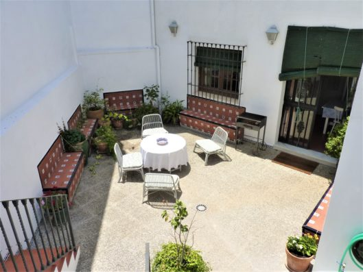 Casa Higuera: inner patio with barbecue
