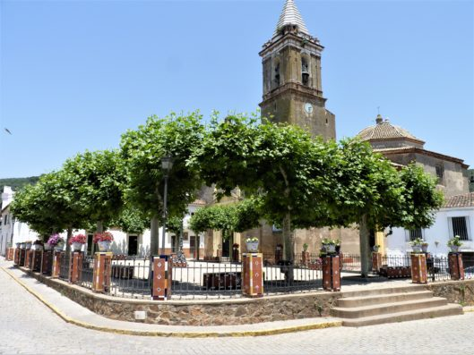 Casa Higuera: Higuera de la Sierra church square