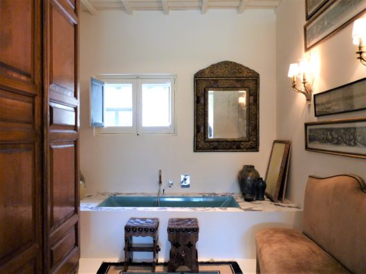Casa Lozoya: main house master suite