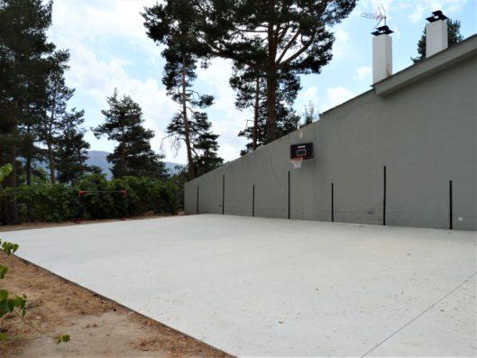 Casa Lozoya: Spanish pelota court