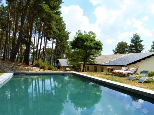 Casa Lozoya: elegant mountain villa by Lorenzo Castillo