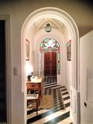 Casa Hinojales: entrada desde salón