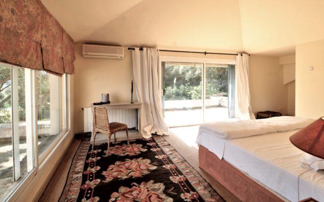 Casa Soto Alto: master bedroom