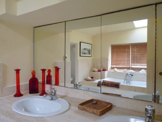 Casa Soto Alto: master bathroom