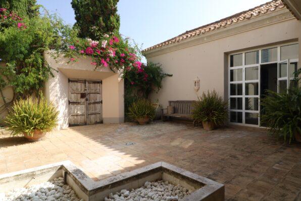 Casa Soto Alto: entrance patio