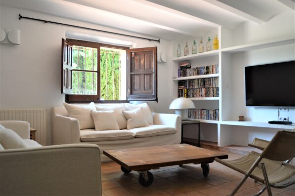 Mas Blau: family room