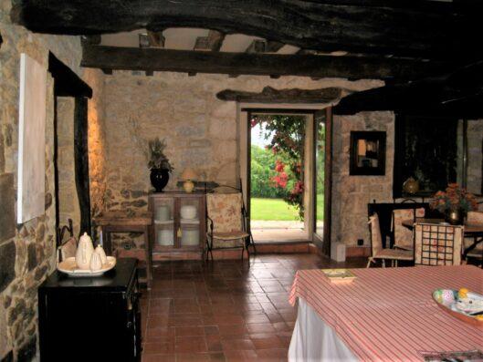 Casa Setien: livng-dining room