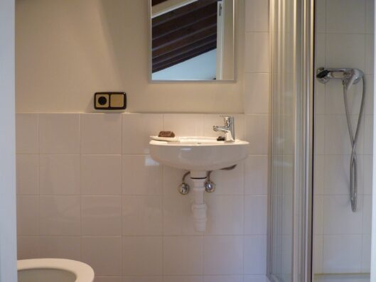 Casa Setien: bathroom of bedroom 1 second floor